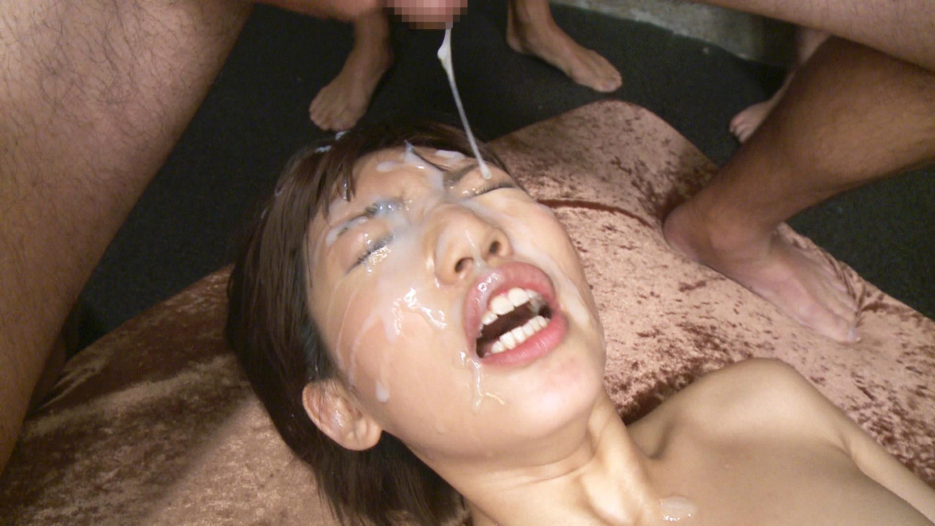大量にザーメンを顔射される乙葉ななせセックス画像