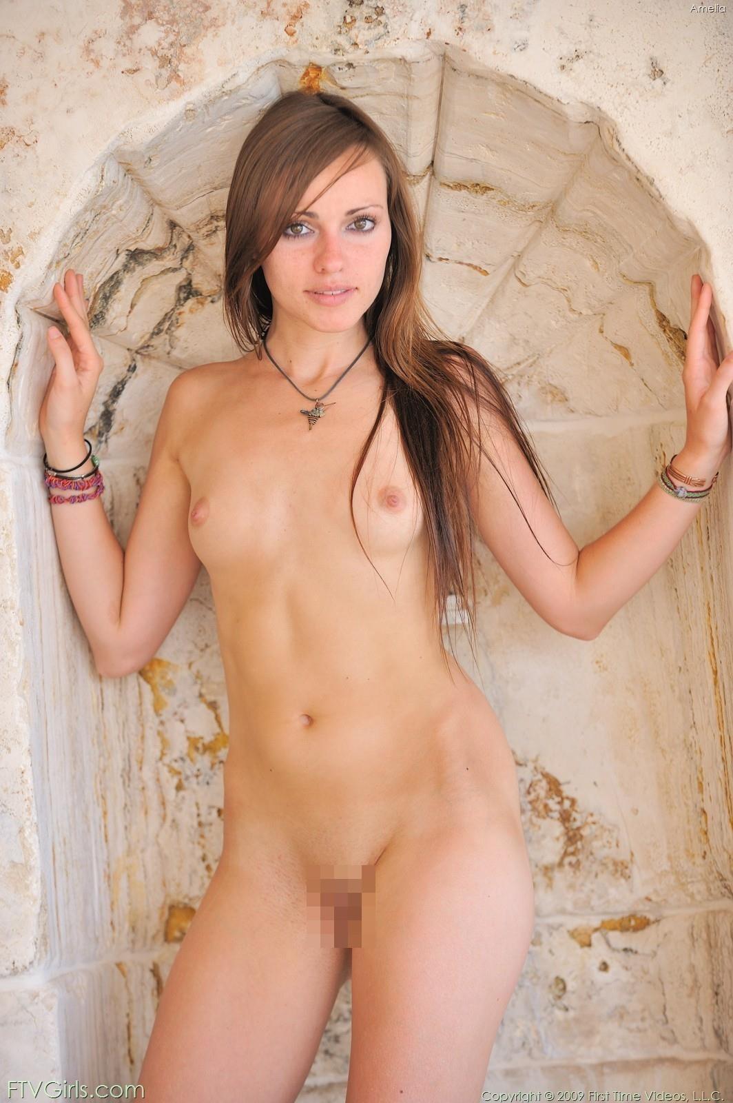 外国人女性の微乳ペチャパイ画像 8