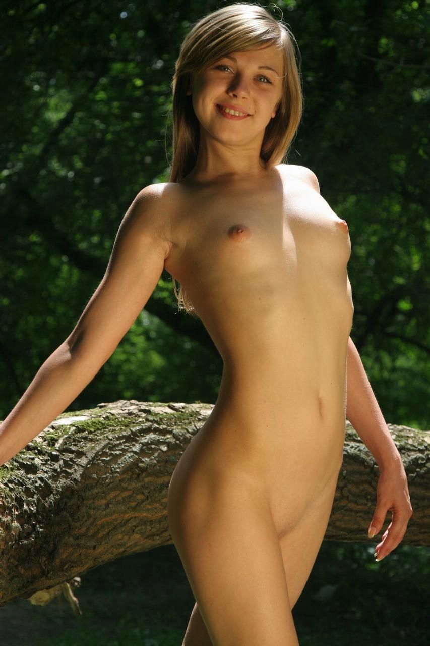外国人女性の微乳ペチャパイ画像 47