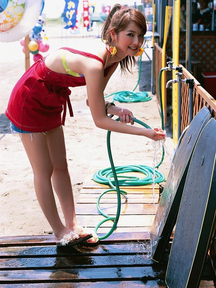 佐々木希の可愛い過激水着画像 2