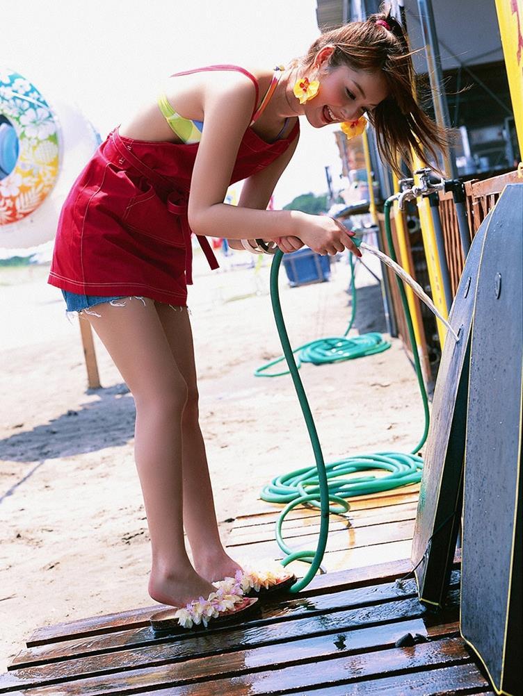 佐々木希の可愛い過激水着画像 3