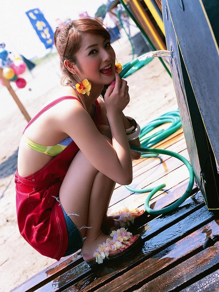 佐々木希の可愛い過激水着画像 4