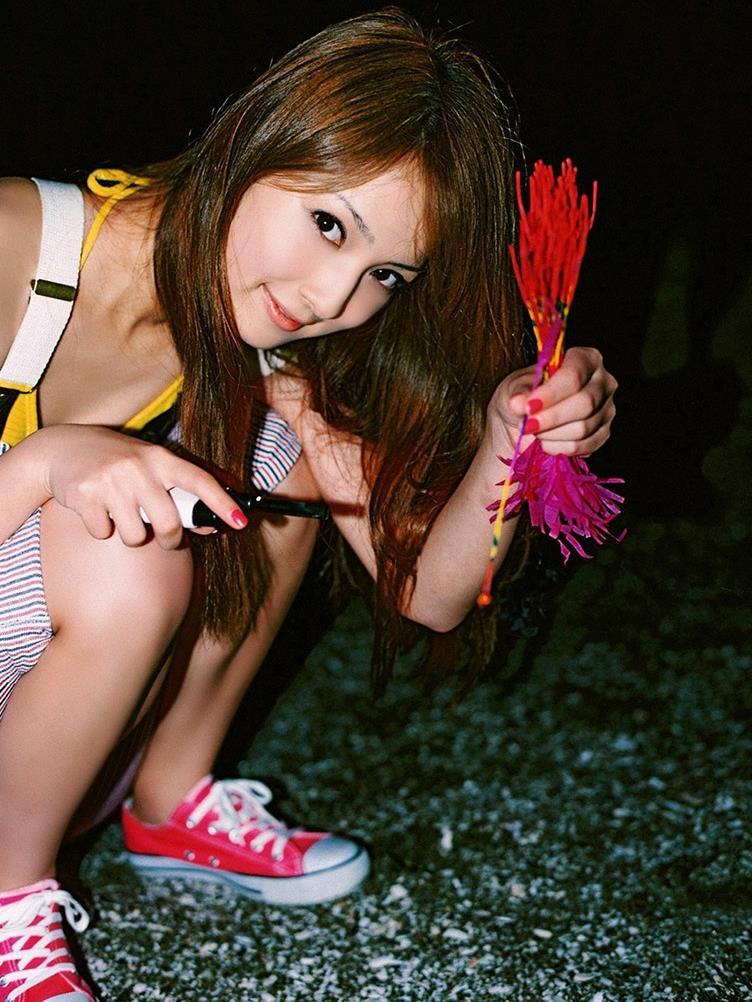 佐々木希の可愛い過激水着画像 35
