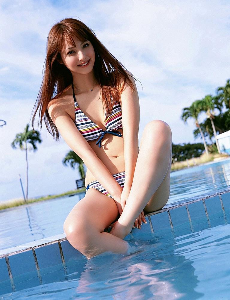 佐々木希の可愛い過激水着画像 40