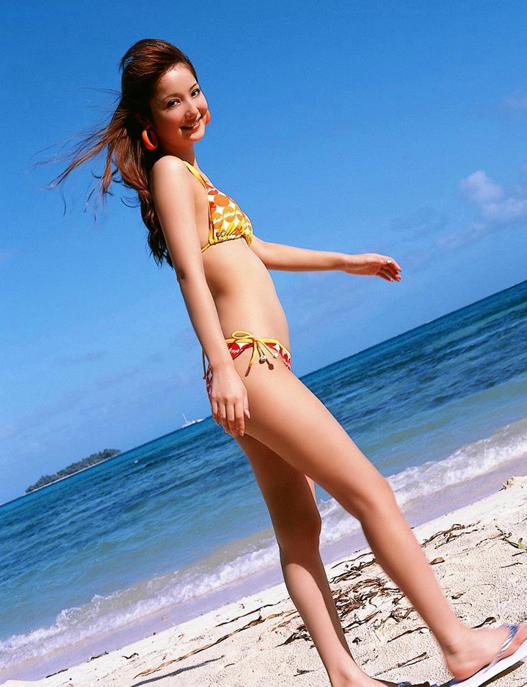 佐々木希の可愛い過激水着画像 58