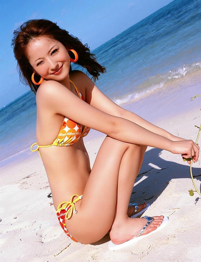 佐々木希の可愛い過激水着画像 60