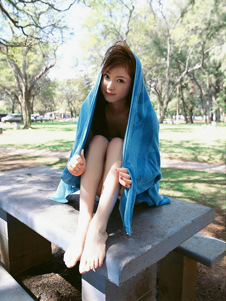 佐々木希の可愛い過激水着画像 97