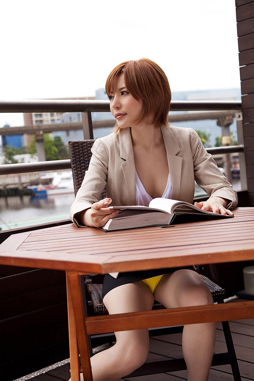 里美ゆりあ(小泉彩) セクシー画像 14