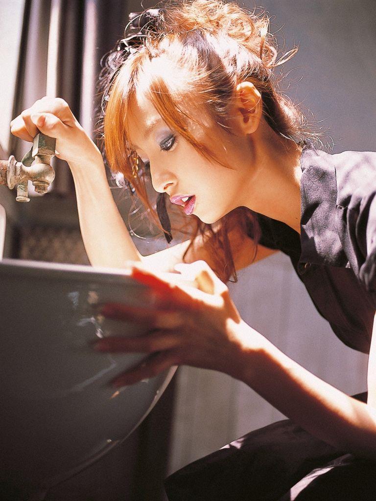 篠田麻里子 エロ画像 2