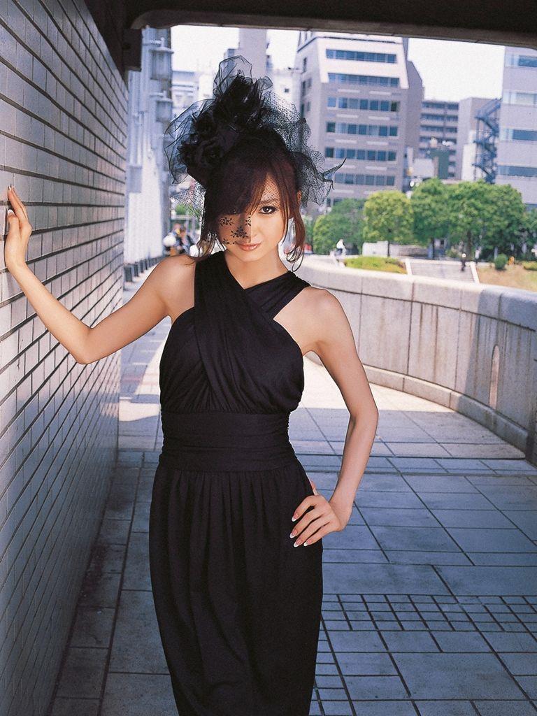 篠田麻里子 エロ画像 15