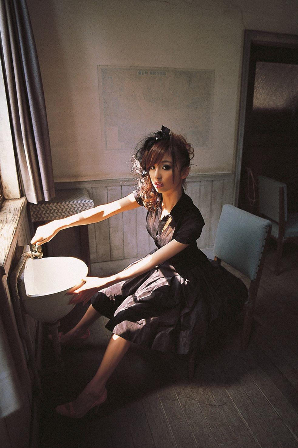 篠田麻里子 エロ画像 34