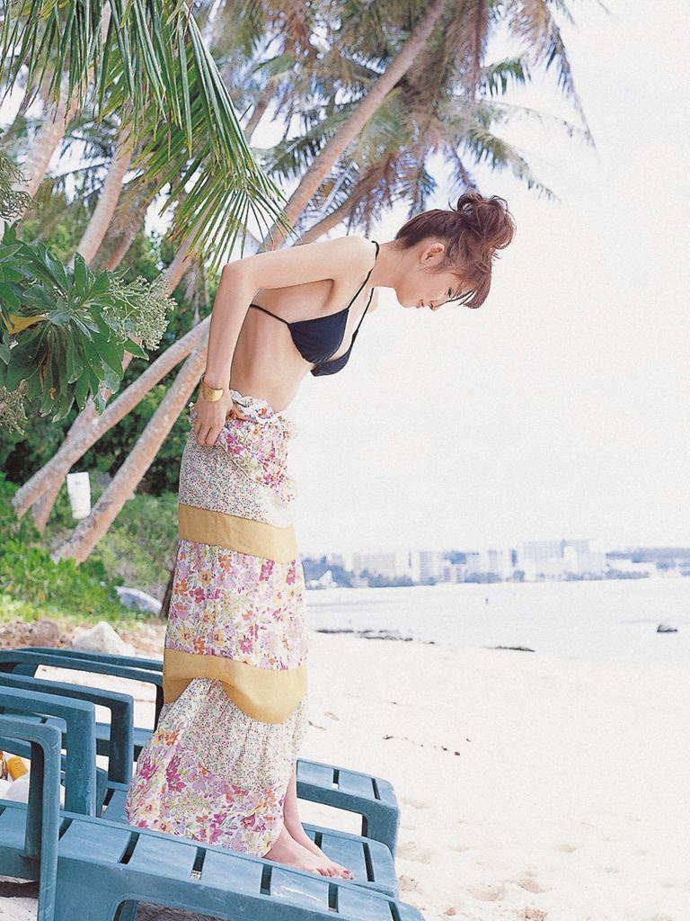 篠田麻里子 エロ画像 44