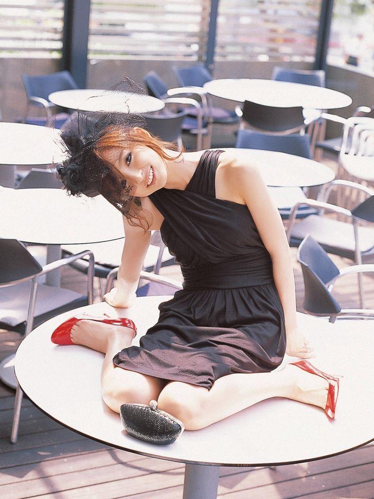 篠田麻里子 エロ画像 53