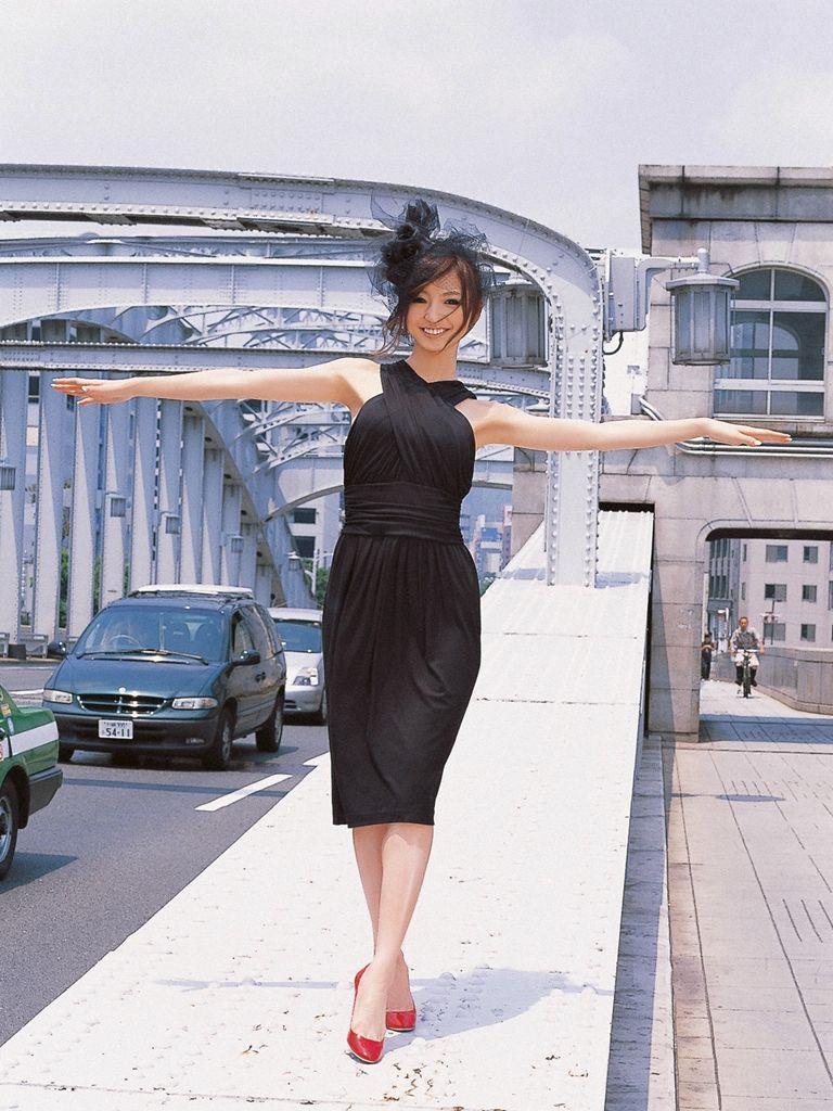 篠田麻里子 エロ画像 57