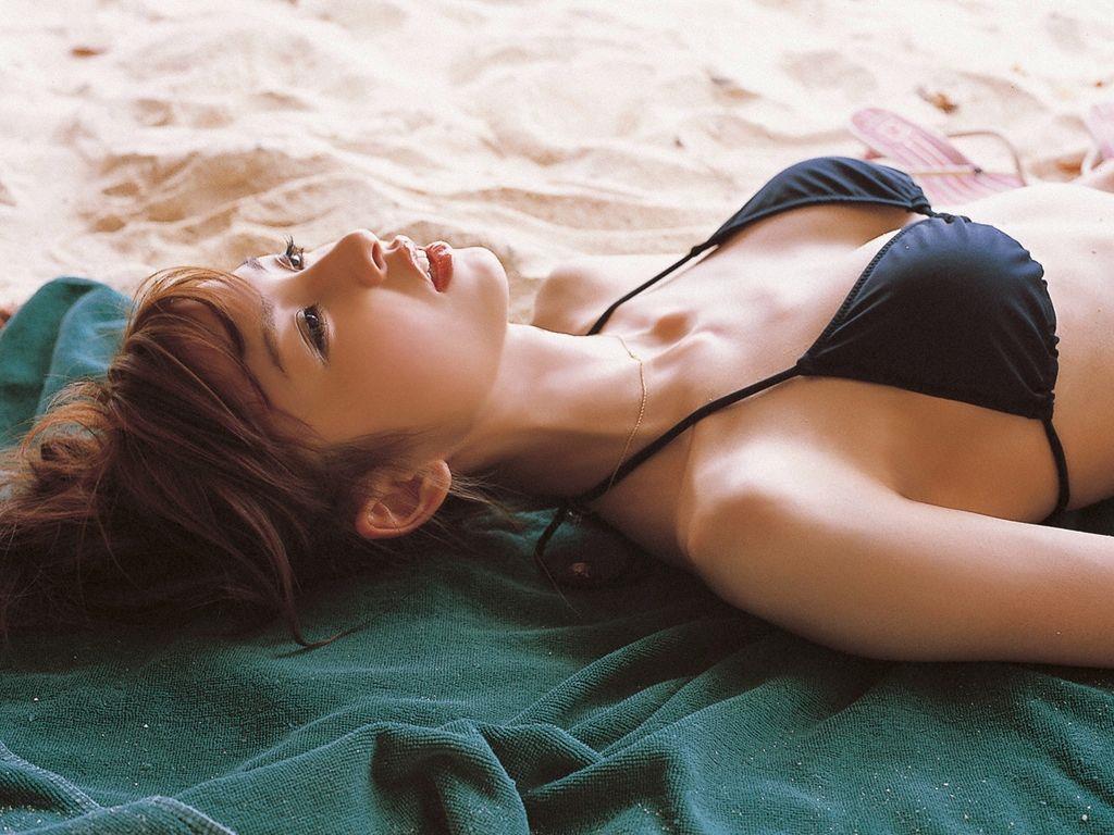 篠田麻里子 エロ画像 79
