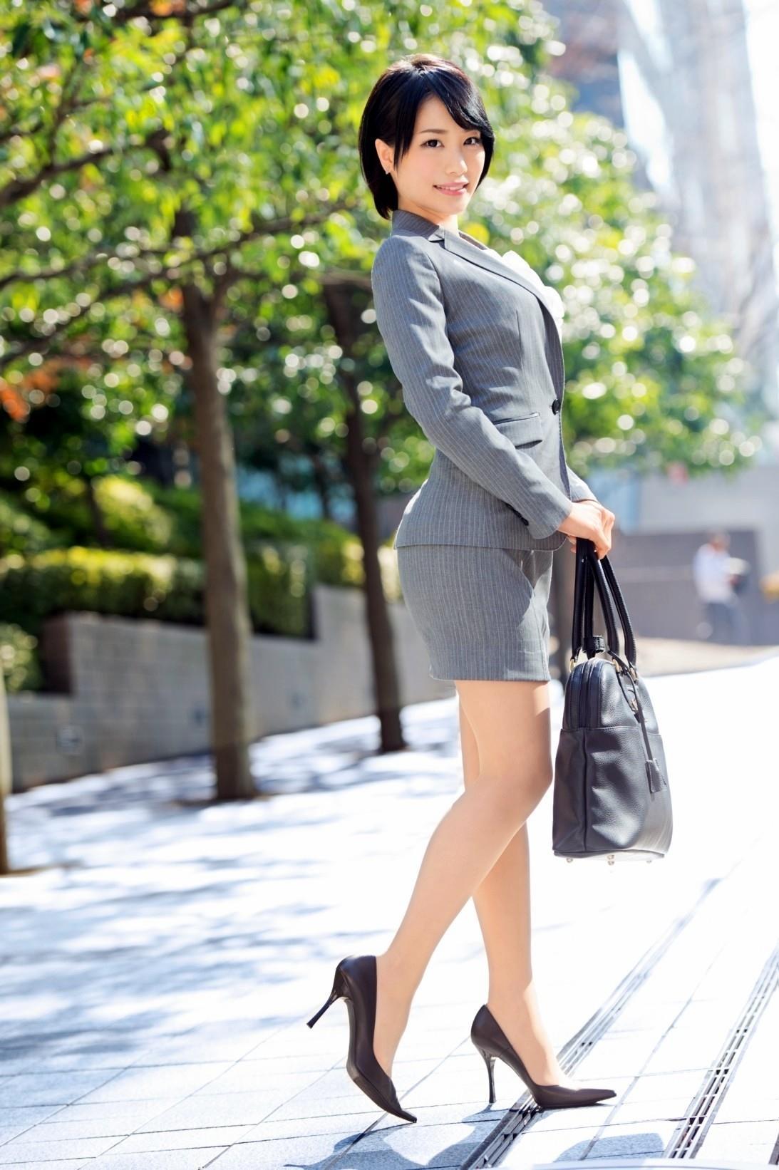 https://img.erogazou-pinkline.com/wp-content/uploads/2015/10/suzumura_airi_428_029.jpg