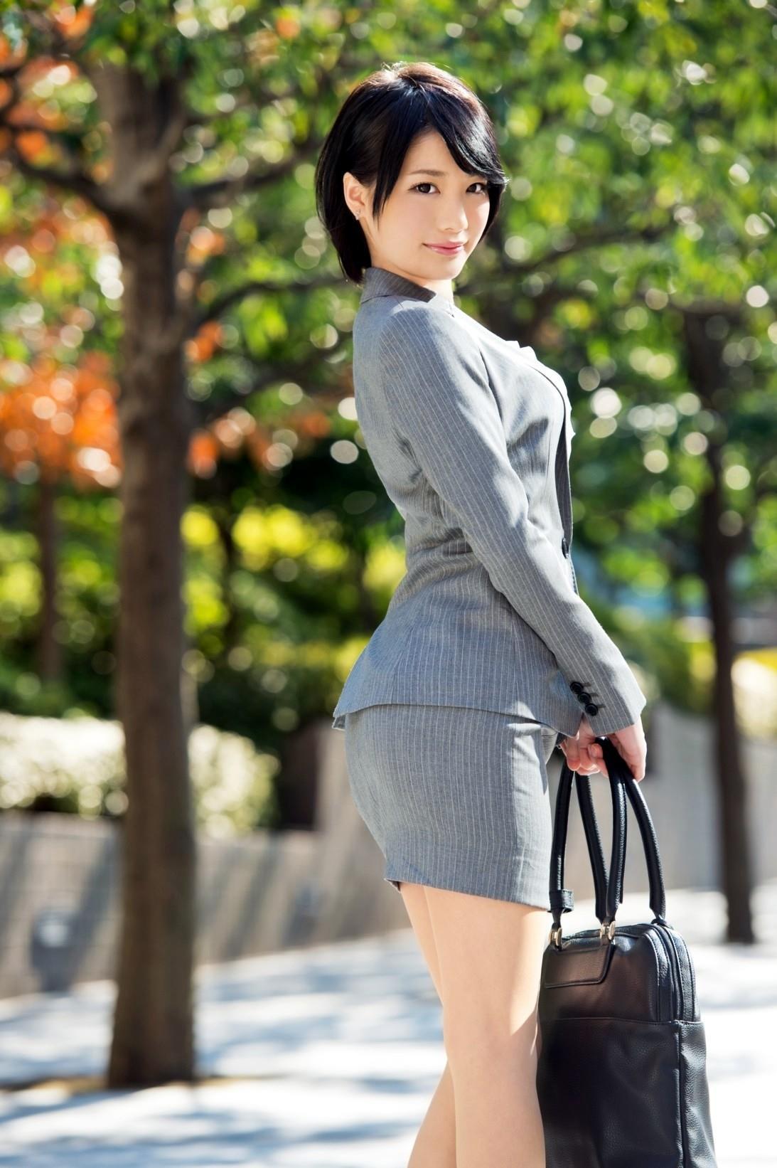 https://img.erogazou-pinkline.com/wp-content/uploads/2015/10/suzumura_airi_428_030.jpg