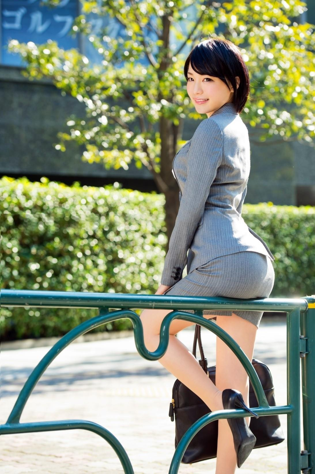 https://img.erogazou-pinkline.com/wp-content/uploads/2015/10/suzumura_airi_428_031.jpg